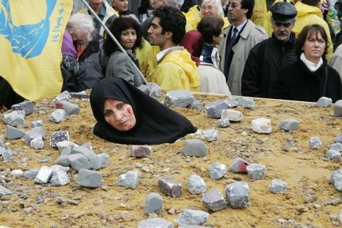 Belgium - Iran - Stoning