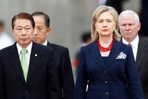 U.S. Secretary of State Clinton, South Korean Foreign Minister Yu, U.S. Defense Secretary Gates, and South Korean Defense Minister Kim inspect honour guard in Seoul