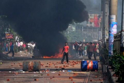 Bangladeshi garment workers light fires