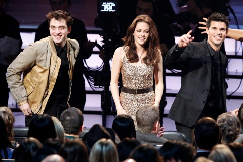 """Actors Robert Pattinson, Kristen Stewart and Taylor Lautner of the """"Twilight"""" films at the People's Choice Awards"""