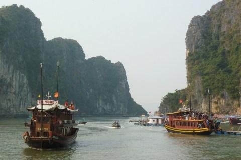 Vietnam Tourist Boat Sinks