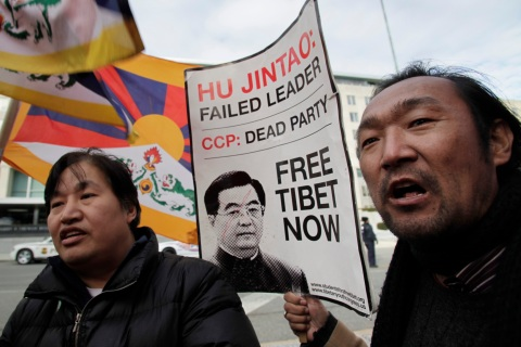Tibetan supporters protest in Washington