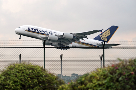 A Singapore Airlines Airbus A380 plane t
