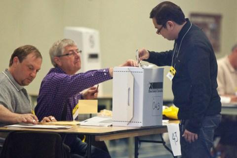 CANADA-VOTE-HARPER