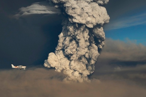 A smoke plume from the Grimsvotn volcano