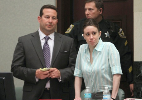 Casey Anthony confers with lawyer Jose Baez in court
