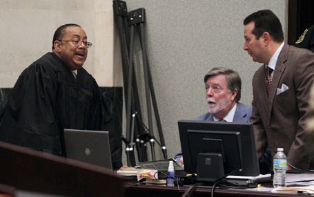 Judge Perry confers with defense attorneys in Anthony trial in Florida (REUTERS/Red Huber/Pool )