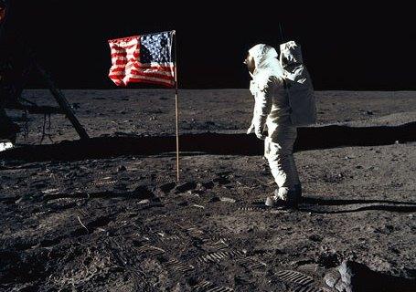 buzz-aldrin-flag-moon