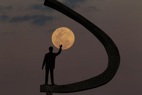 moon-memorial