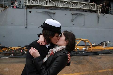 navy_kiss