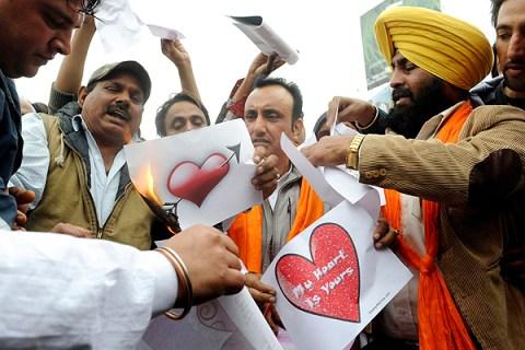 Activists of the right-wing Hindu organi
