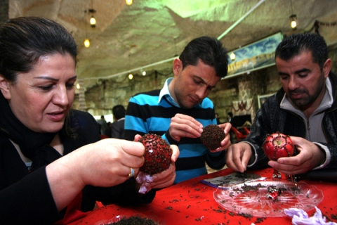 Iraqi Kurds decorate apples with cloves