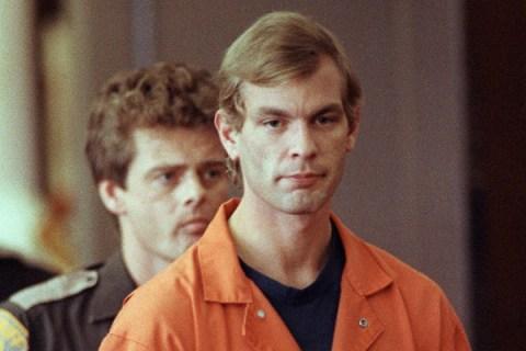 Suspected serial killer Jeffrey L. Dahmer enters t