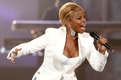 Singer Mary J. Blige performs at the 2011 American Music Awards in Los Angeles November 20, 2011. REUTERS/Mario Anzuoni (UNITED STATES - Tags: ENTERTAINMENT) (AMA-SHOW)