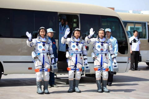 Three Chinese taikonauts set ready for the space mission
