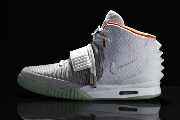 cesar Camarada Estructuralmente  Kanye West's Nike Air Yeezy II Sneakers Sell for $90K | TIME.com