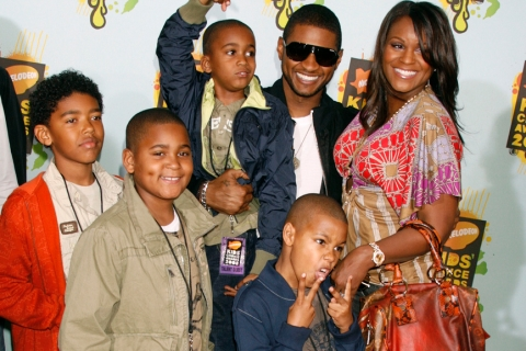 Usher with Tameka Foster and other family members at the 2008 Nickelodeon's Kids' Choice Awards. Kyle Glover is the child he is carrying.