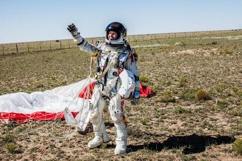 Red Bull Stratos Sky Dive - Felix Baumgartner