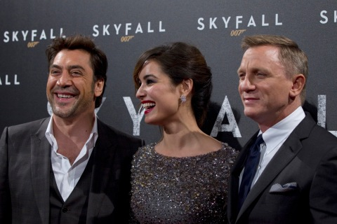 "From L-R, Spanish actor Bardem, actress Marlohe and actor Craig pose for photographers during a photocall for the film ""Skyfall"" in Paris"