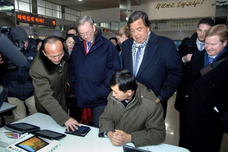 Former New Mexico Governor Richardson and Google Executive Chairman Schmidt visit the Korean Computer Center in Pyongyang