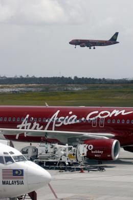 An Air Asia Airbus A320 (background) lan