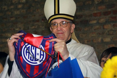 Pope Francis with San Lorenzo emblem