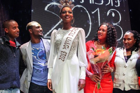 Yityish Aynaw named Miss Israel after beauty pagent in Haifa