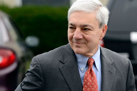 Former Penn State president Graham Spanier enters Harrisburg District court in Harrisburg, Pa., Nov. 7, 2012.