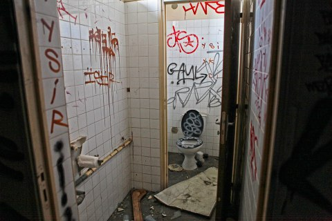 Graffiti toilet