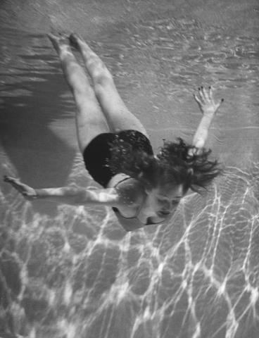 Singer/actress Julie London swimming in a pool.