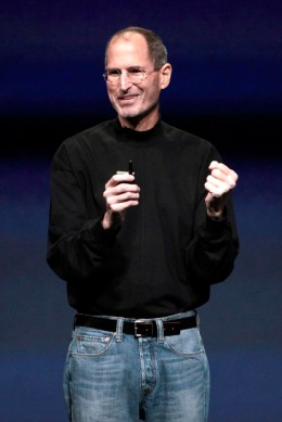 Steve Jobs, chief executive officer of Apple Inc., introduces the iPad 2 at an event in San Francisco, Calif.,on March 2, 2011.