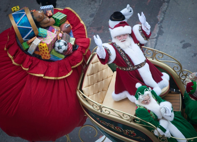 A participant dressed as Santa Clause makes his way down 6th Ave. during the 87th Macy's Thanksgiving day parade in New York